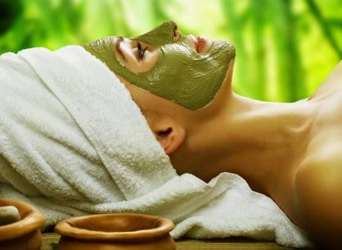 Sử dụng bột trà xanh Matcha đắp mặt nạ