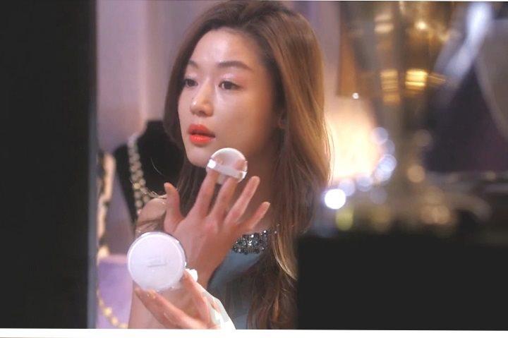 """""""Minh tinh trái đất"""" Jeon Ji Hyun ưa thích sử dụng phấn nước IOPE Air Cushion XP"""