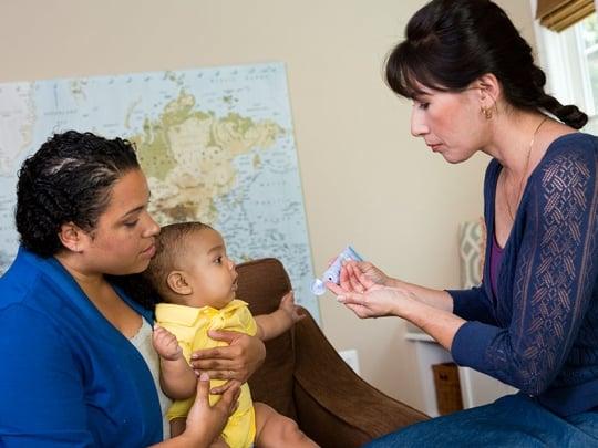 Kem trị nứt đầu ti Lansinoh là một trong số rất ít sản phẩm được các chuyên gia y tế Mỹ khuyên dùng