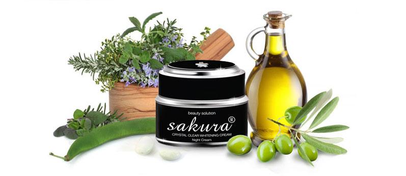 Kem trị nám Sakura Whitening Night Cream có thành phần thiên nhiên và tinh chất đặc trị nám