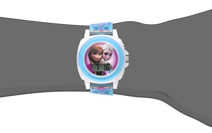 Mặt số được thiết kế với hình tròn, đồ họa các nhân vật hoạt hình Anna và Elsa đáng yêu.