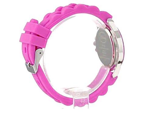Dây đồng hồ sử dụng chất liệu cao su cao cấp an toàn, mềm mại cho cổ tay bé luôn thoải mái