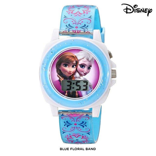 Gờ bezel của chiếc đồng hồ này màu xanh được phủ nhũ lấp lánh, bắt mắt