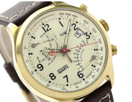 Mặt đồng hồ thiết kế tinh tế với những con số sắc nét, chi tiết. Tính năng chonograph hiện đại, chính xác