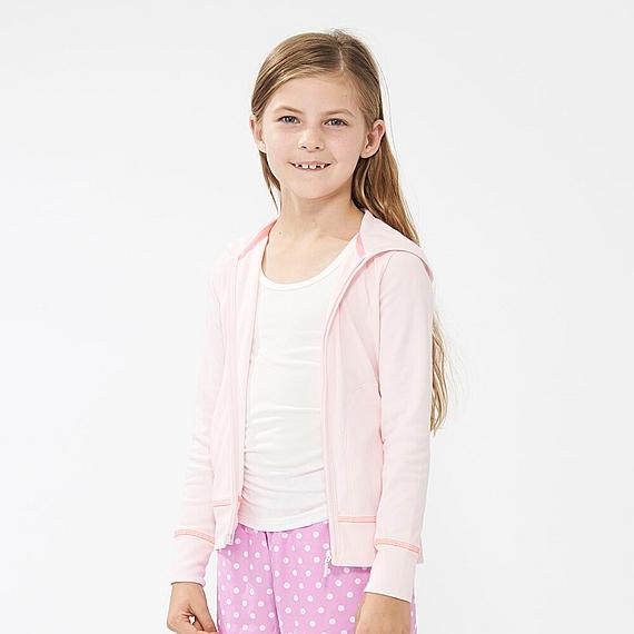 Áo chống nắng Uniqlo trẻ em trông như một chiếc áo hoodie thời trang