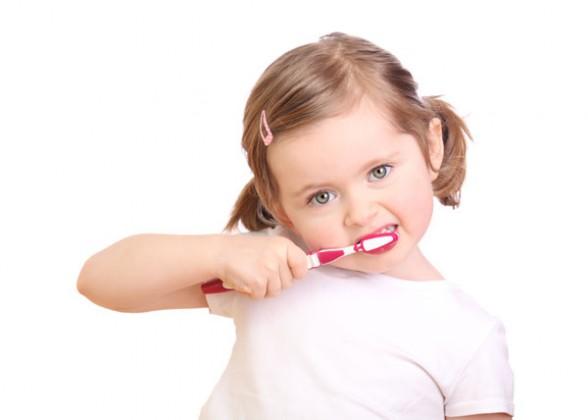 Kẹo đánh răng cho trẻ em rất thích hợp với những bé lười hoặc sợ đánh răng hằng ngày