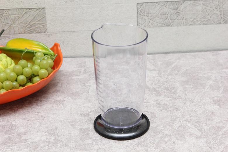 Cốc đo bằng nhựa kháng vỡ cao cấp, có dung tích 500 ml dễ vệ sinh.