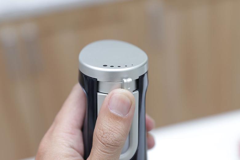 Điều chỉnh tốc độ xay bằng nút gạt dễ dàng