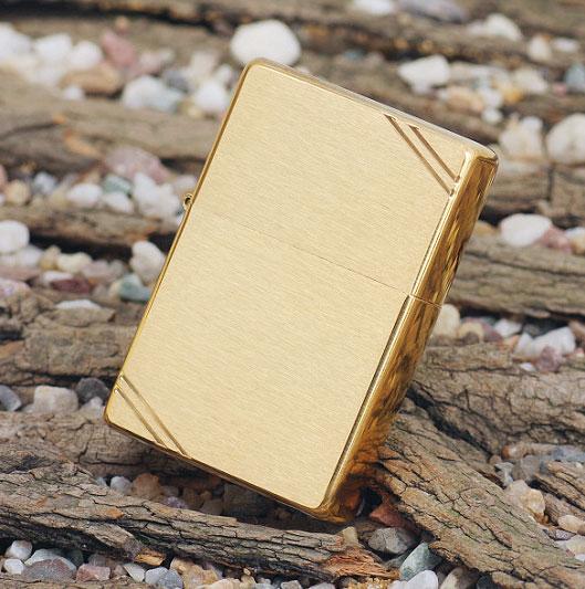Bật lửa Zippo Vintage Brushed Brass 240 màu vàng xước vân ngang 2