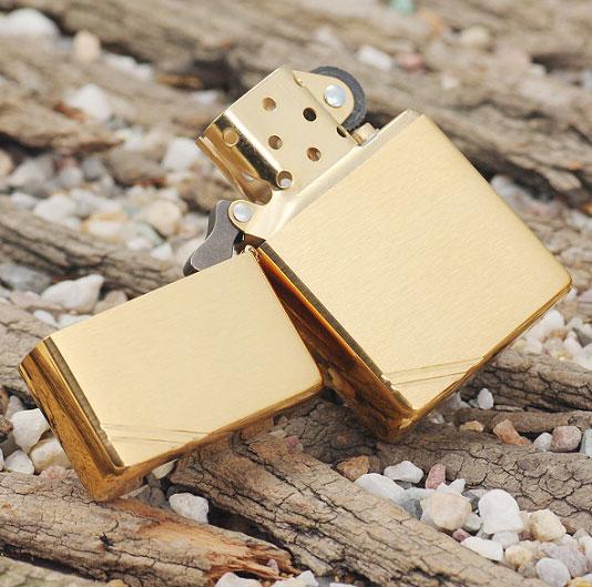 Bật lửa Zippo Vintage Brushed Brass 240 màu vàng xước vân ngang 3