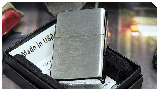 Bật lửa Zippo Vintage Brushed Chrome Lighter without Slashes 230.25 4