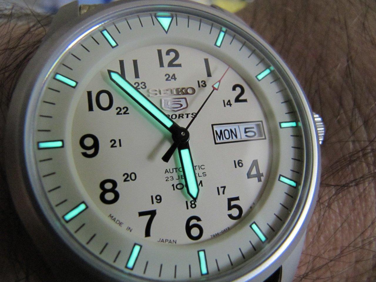 Đồng hồ Seiko quân đội SNZG07J1 Nhật Bản chính hãng