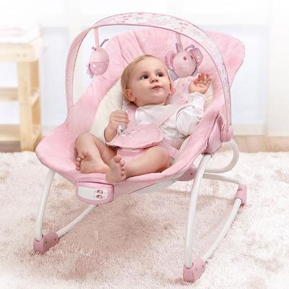Ghế rung Mastela 6905 thiết kế thông minh, giúp mẹ chăm sóc bé dễ dàng hơn khi bé tập ăn dặm, chơi đùa, ru bé ngủ