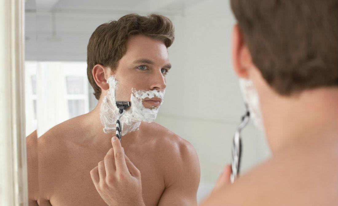 Kem cạo râu Neutrogena Men Sensitive Skin Shave Cream mang lại cảm giác sảng khoái dễ chịu cho phái mạnh