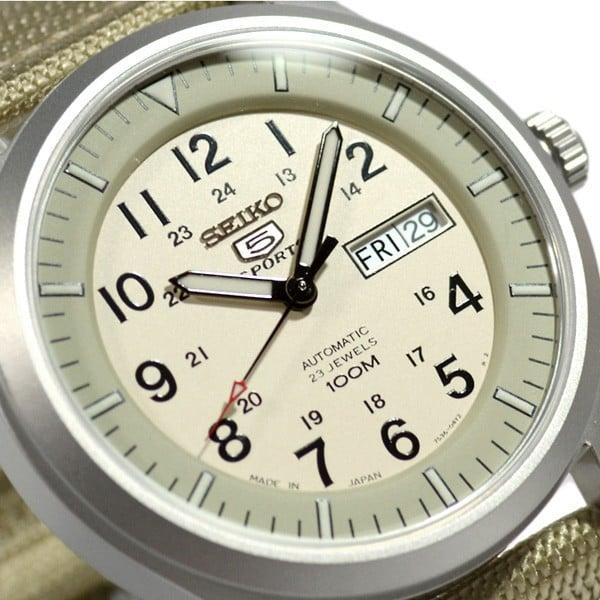 Ứng dụng công nghệ độc quyền của Seiko, mặt kính đồng hồ SNZG07J1  làm bằng những tinh thể Hardlex có khả năng chống va đập cực tốt.