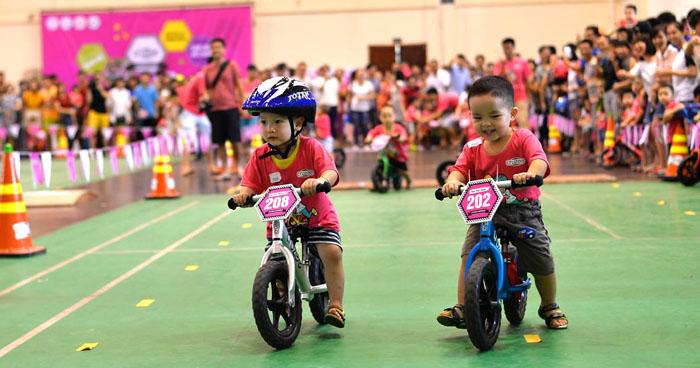Xe thăng bằng Cruzee không chỉ như trò chơi giúp bé giải trí mà còn giúp bé rèn luyện thể chất, để có cơ thể khỏe mạnh