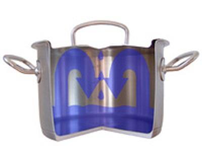 Vung nồi được thiết kế dạng vòm giúp các bà nội trợ dễ cầm nắm