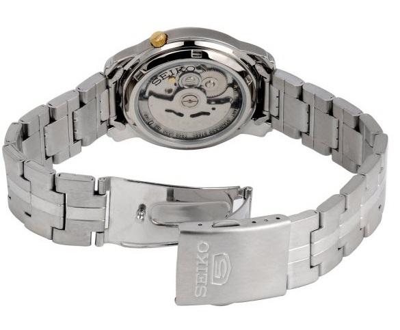 Mặt kim SNKL79K1 được phủ lớp dạ quang thuận tiện xem giờ trong bóng tối, nơi thiếu ánh sáng. Vòng tay đeo phù hợp tiêu chuẩn nam với khóa gập mở an toàn