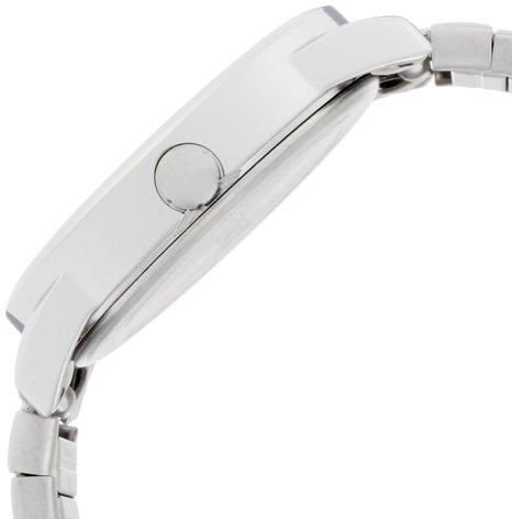 Mặt số dày 9mm giúp Timex TW2P813009J khỏe khoắn hơn
