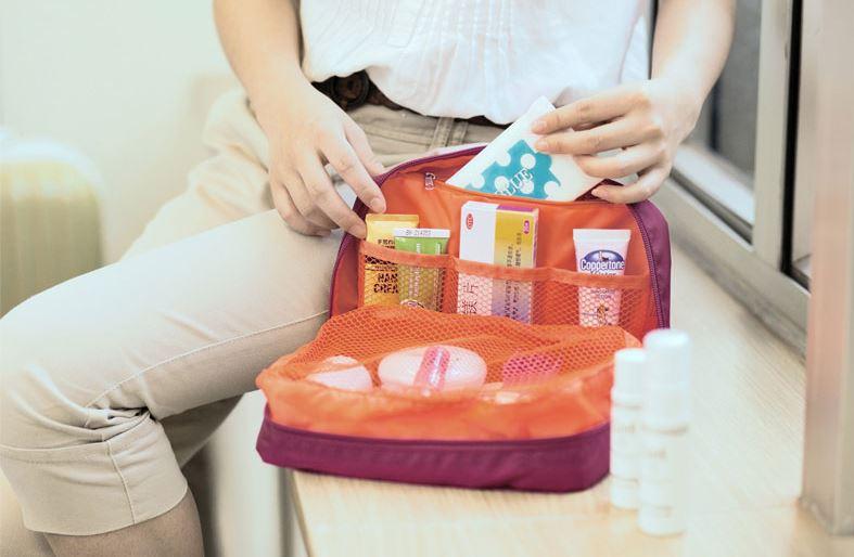 Chiếc túi được chia làm nhiều ngăn tiện lợi đựng đồ trang điểm cho nữ với thiết kế hợp lý của Msquare