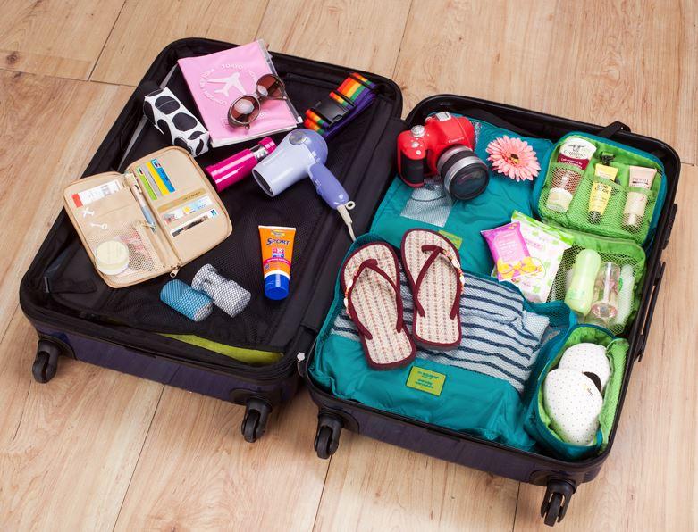 Nếu không gập túi lại, bạn có thể để mở chiếc túi mỹ phẩm này ra và để trong vali vẫn gọn gàng
