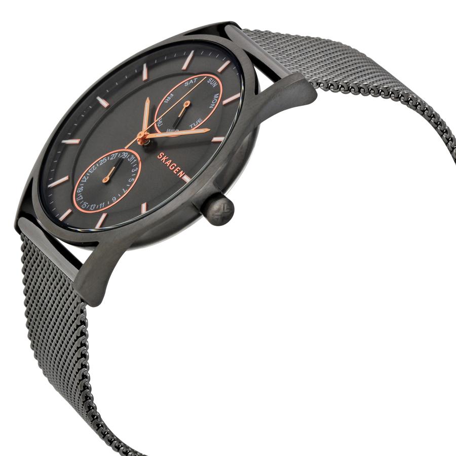 Case đồng hồ mỏng đặc trưng giúp các quý ông trở nên sành điệu hơn, cổ tay thoải mái hơn khi đeo