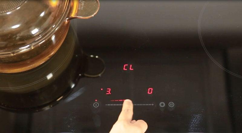 Điều khiển cảm ứng dạng ấn cực nhạy với  9 mức điều chỉnh nhiệt độ