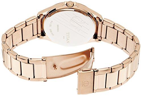 Titan 9955WM01 sử dụng dây đeo làm từ chất liệu thép không gỉ cao cấp được mạ vàng hồng sang trọng