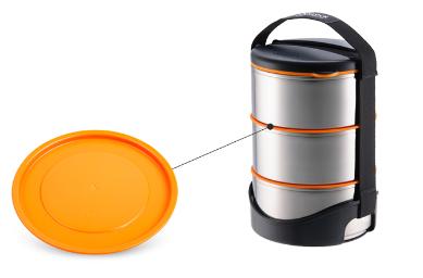 Nắp nhựa giúp đậy kín đồ ăn giữa các ngăn của hộp cơm