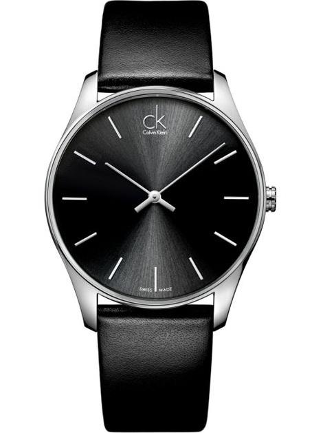 Mặt số thiết kế khá đơn giản với các cọc số và kim mảnh nổi bật trên nền mặt đen