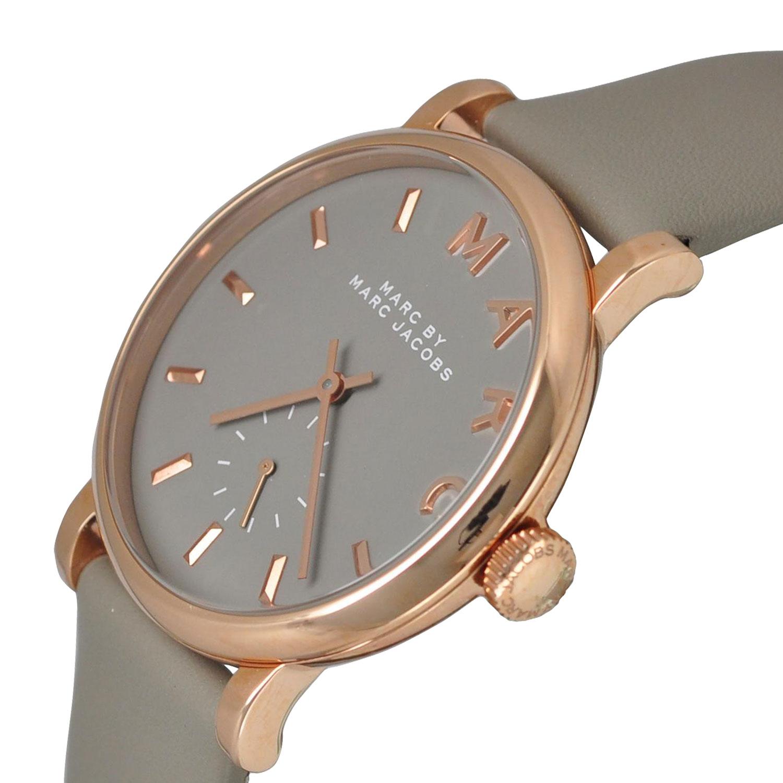 Case đồng hồ khá mỏng mang đến vẻ ngoài tinh tế, thanh lịch