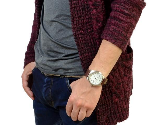 Marc Jacobs MBM5045 trên tay nam tính và lịch lãm