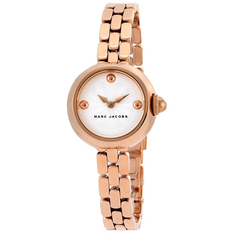 Mặt số nhỏ nhắn 28mm, thiết kế tinh tế giúp chiếc đồng hồ giống như một chiếc lắc tay tuyệt đẹp