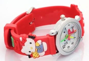 Dây đồng hồ được thiết kế thêm họa tiết kitty vô vùng dễ thương