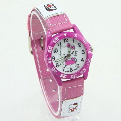 Mặt số và dây đồng hồ được in các họa tiết dễ thương, xinh xắn