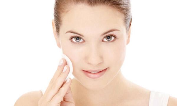 Set dưỡng da Simple Gift Of Kindness kem dưỡng ẩm với các thành phần đơn giản lành tính tốt cho làn da