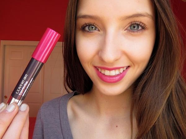 Son bút chì Covergirl Lip Perfection Jumbo Gloss Balm lên màu đẹp, tự nhiên, không bị khô hay thâm môi