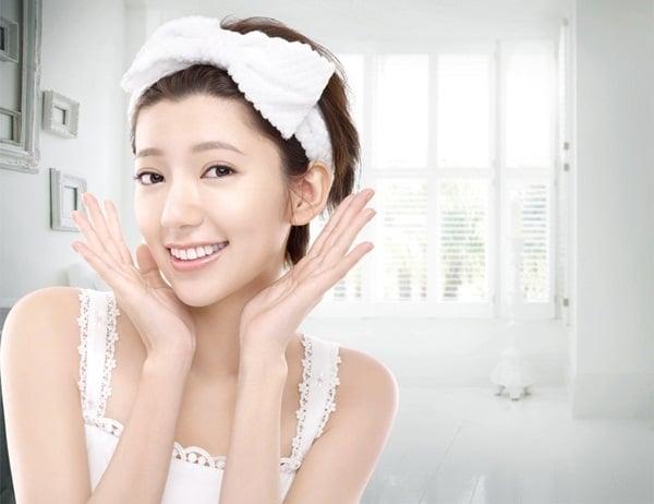 Lotion Shiseido Hada Senka Whitening công thức chứa vitamin C làm chậm quá trình sản xuất melanin dưỡng da trắng sáng