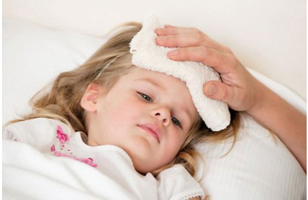 Siro hạ sốt Nurofen của Đức sử dụng trong các trường hợp sốt do viêm họng, mọc răng, đau răng...