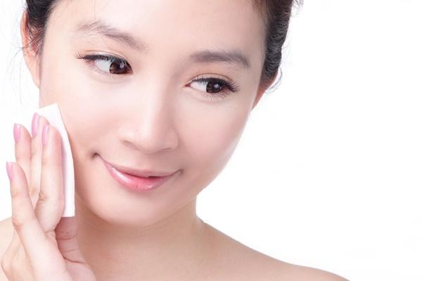 Sản phẩm đặc biệt phù hợp với làn da dầu, hỗn hợp dầu, dầu mụn, giúp sát khuẩn những vết thương do mụn gây ra