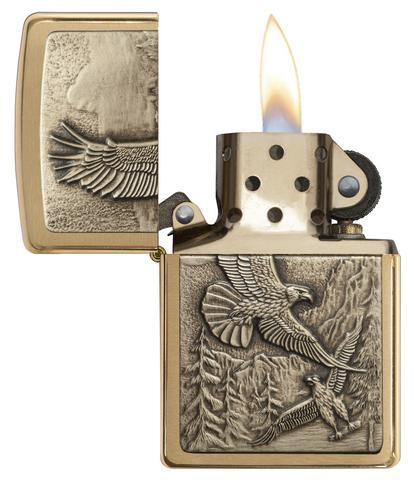 Với thiết kế đặc biệt Zippo 20854 giữ lửa tốt ngay cả khi có gió