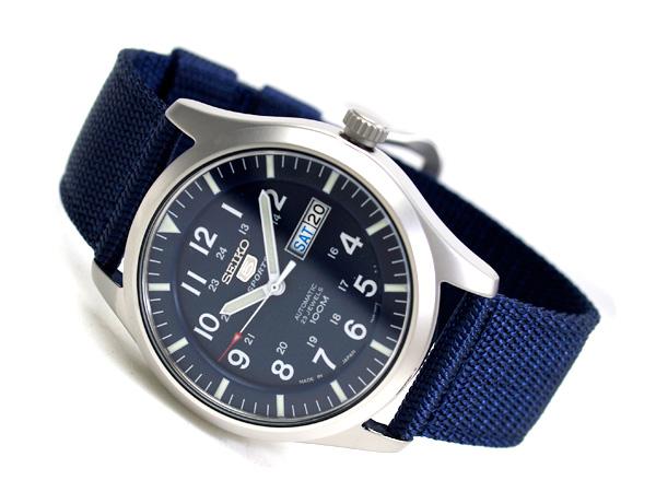 Kim đồng hồ được phủ phản quang giúp xem giờ trong điều kiện thiếu sáng