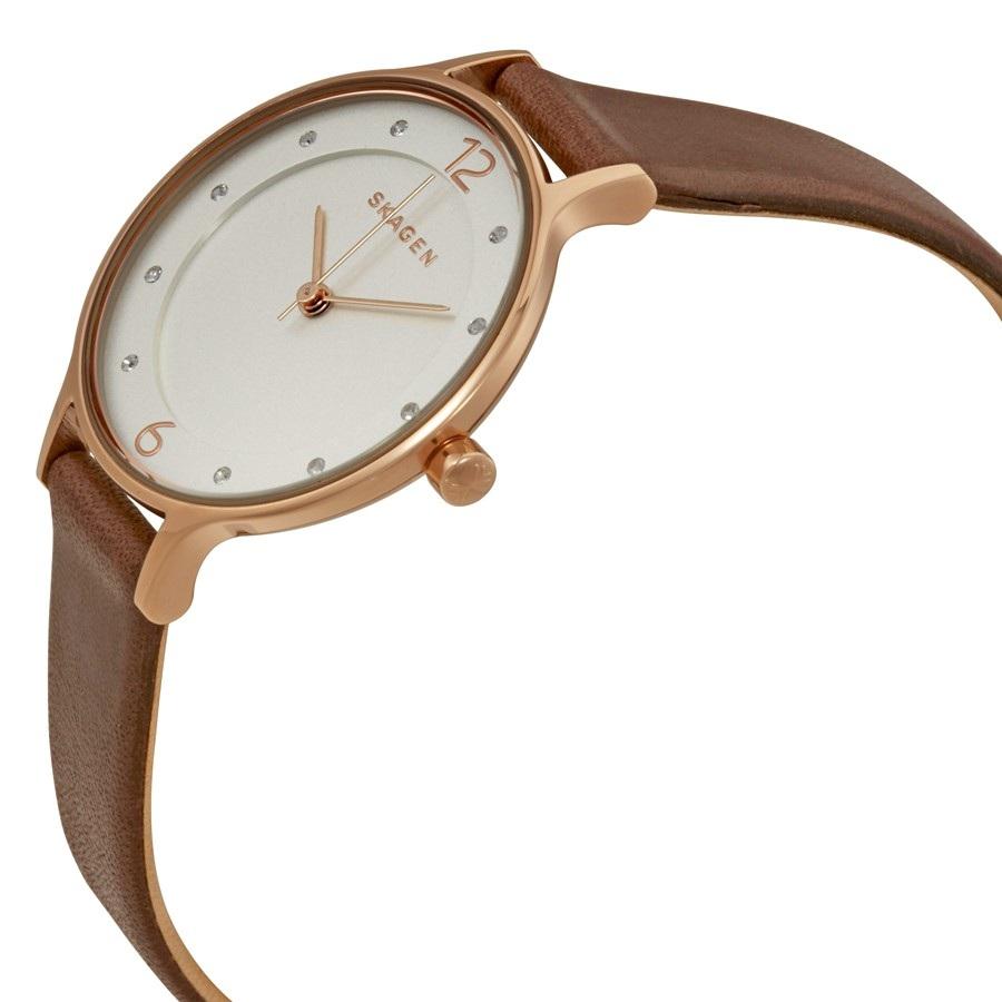 Case đồng hồ khá mỏng chỉ với 7mm tạo vẻ ngoài tinh tế