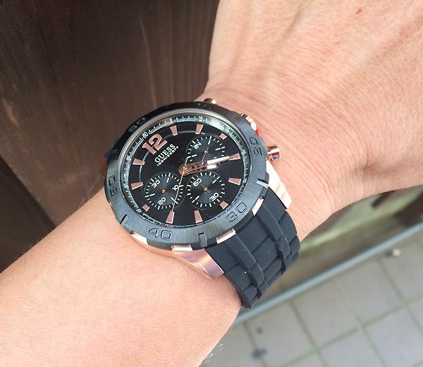 Cận cảnh chiếc đồng hồ W0864G2/U0864G2
