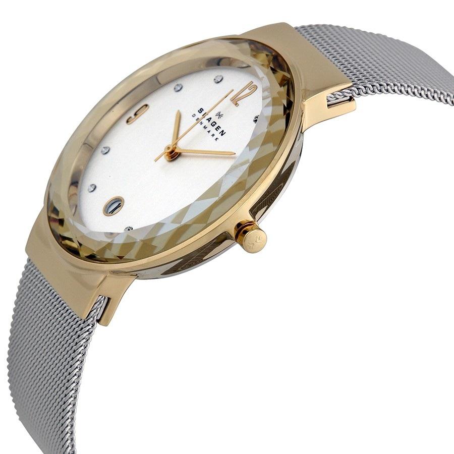 Case đồng hồ khá mảnh mang đến vẻ ngoài tinh tế