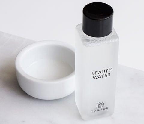 Son & Park Beauty Water toner đa công dụng vừa có thể dùng để tẩy trang, làm toner và cả xịt khoáng