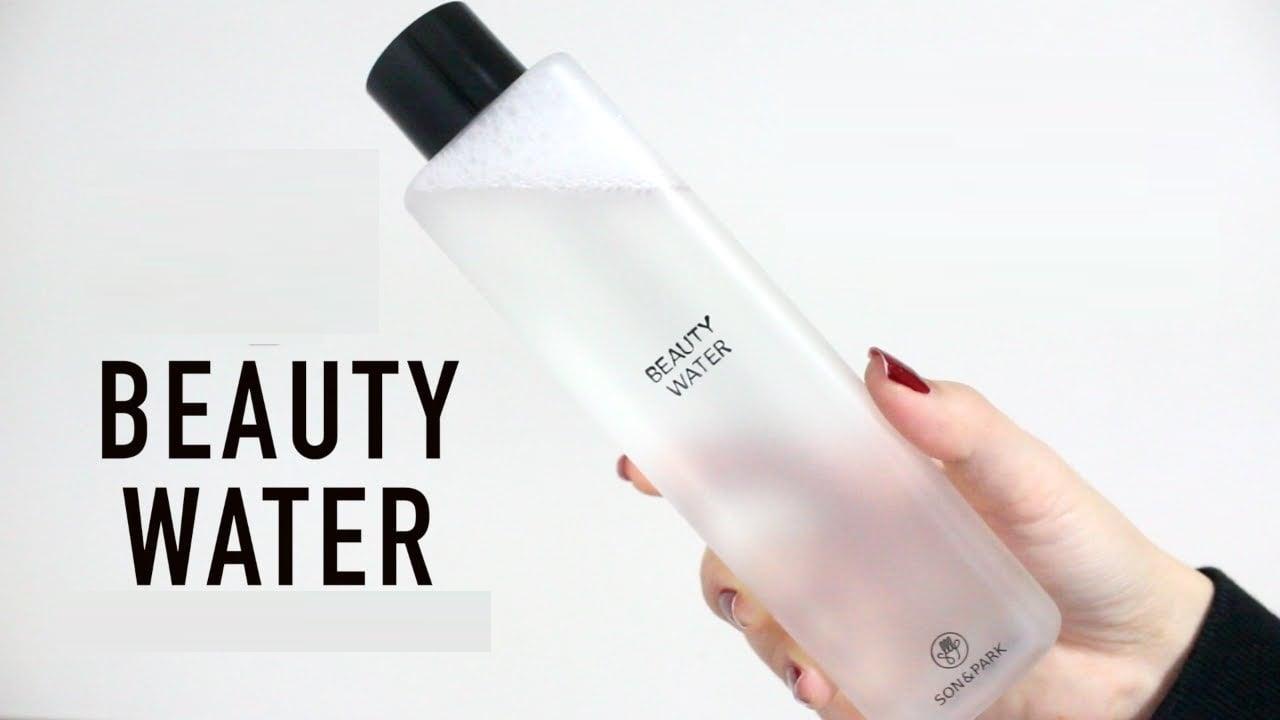 Toner Beauty Water có dạng lỏng, có chút mùi cam chanh, mang lại cảm giác thư giản