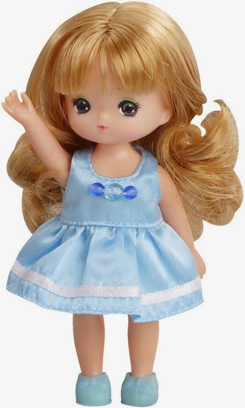 Búp bê Laica Miki dễ thương trong bộ váy xanh bồng bềnh, mái tóc xoăn xinh xắn