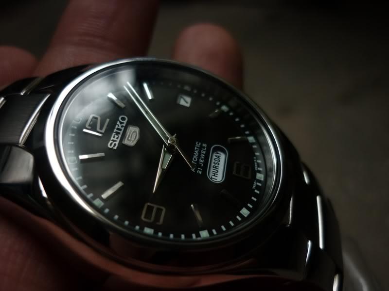 Cận cảnh chiếc đồng hồ Seiko nam SNK623K1