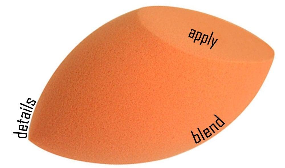 Mút tán nền không gây hút kem nhiều và không tạo vệt khi blend, cho lớp nền mịn và mượt mà